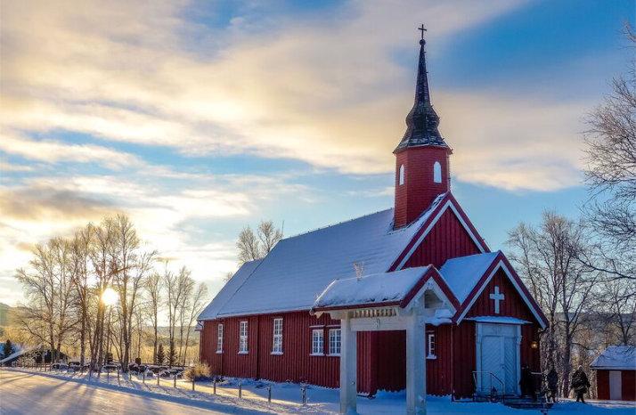 Les om Stugudal kapell på kirkesøk.no