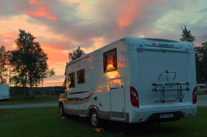 Bilde av bobil ved Stugudal camping.