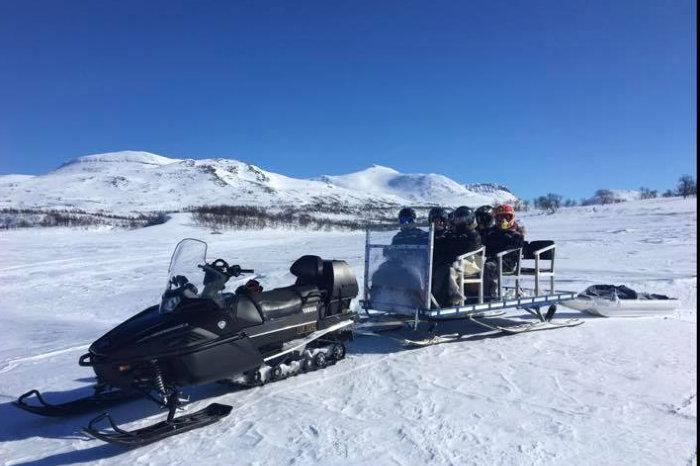 Åpner hjemmesiden til Fjellguiden Tydal, om transport med snøscooter.